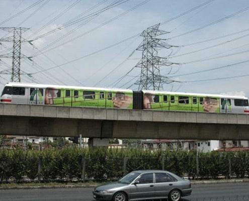 Impression et pose de covering adhésif sur métro, tram, locomotives, trains et wagons.