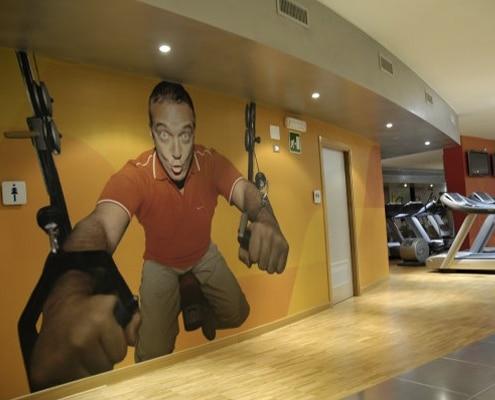 Décor mural de magasin et agencement intérieur de boutique.