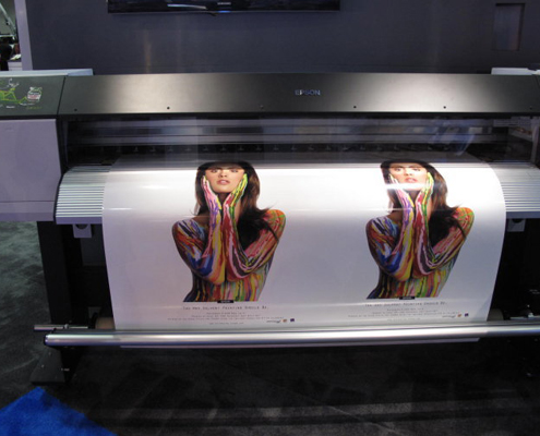 Impression numérique grand format sur adhésif, bâche, papier ou panneau.