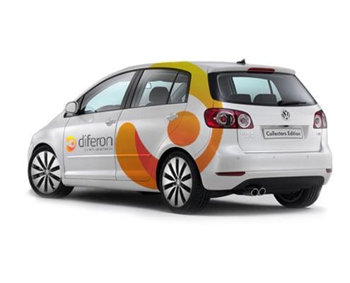 Réalisation de lettrage publicitaire personnalisé sur une voiture unique ou une flotte nationale.