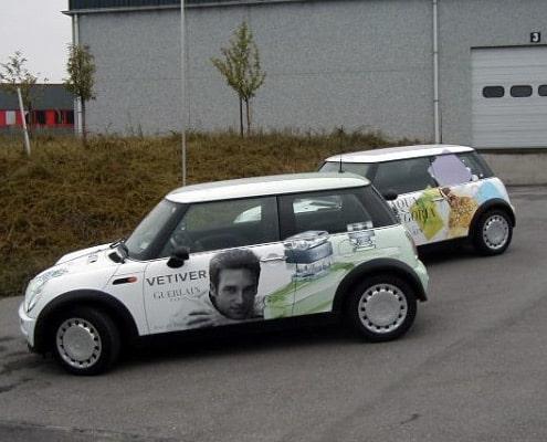 Communication sur véhicules commerciaux avec une publicité adhésive.