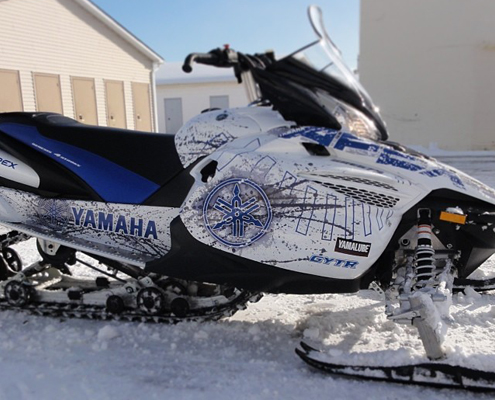 Pose de covering adhésif sur tout type véhicule, du jet ski à la locomotive.
