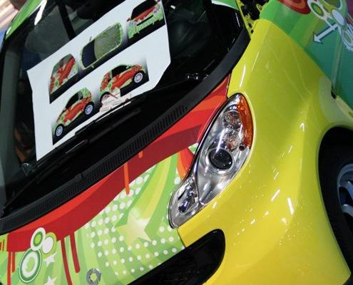 Pose covering sur voiture et application de marquage adhésif.