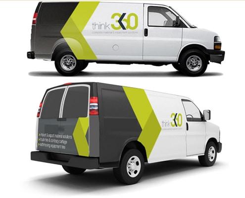Marquage publicitaire sur camionnette réalisé en semi-covering avec un adhésif conformable.