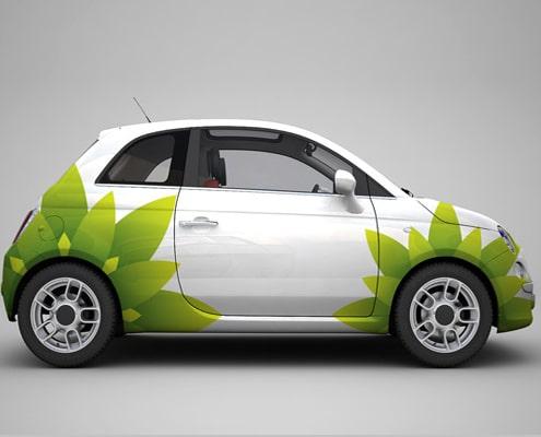 Réalisation de stickers publicitaires sur voiture pour une communication visuelle efficace.